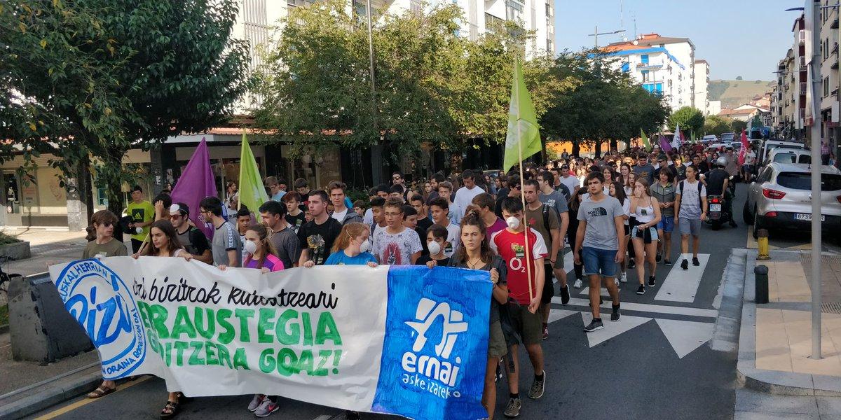 Ehunka  gaztek  erraustegiaren  aurka  protesta  egin  dute  Lasarte-Orian  Ernaik  deituta